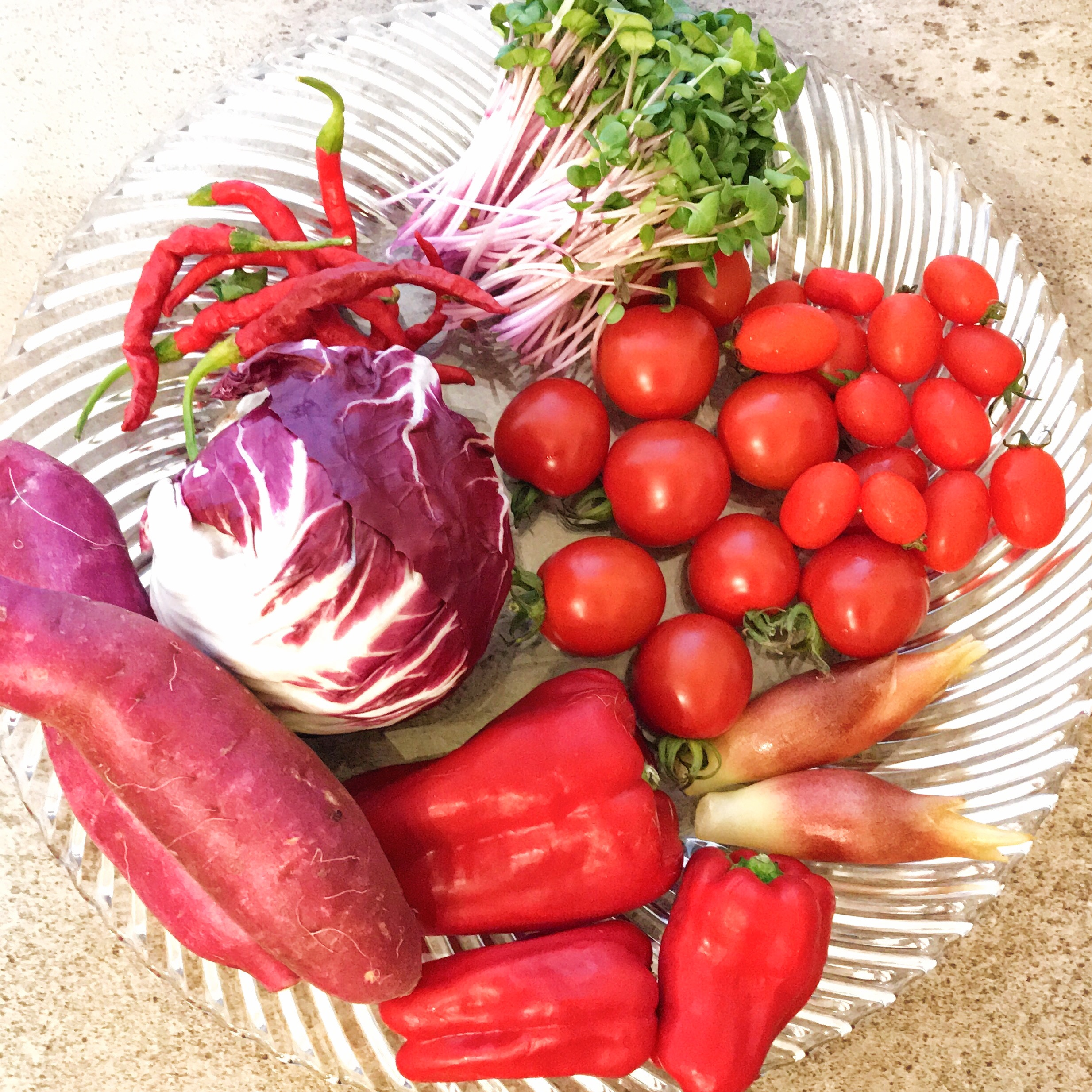 赤いホームパーティー!野菜の色素を使って料理しよう