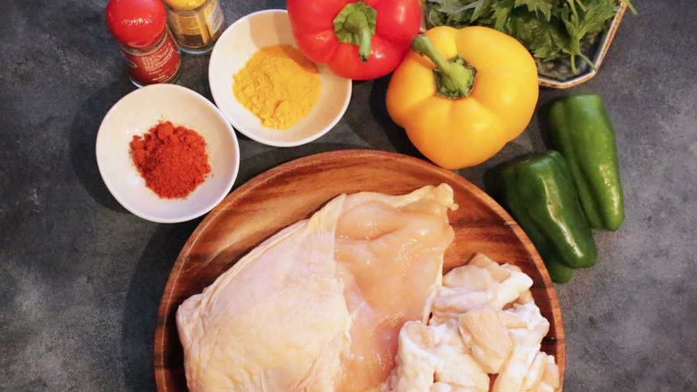 赤・緑・黄色【カラフルなお肉】は作れるか?7種の調味料で試してみた