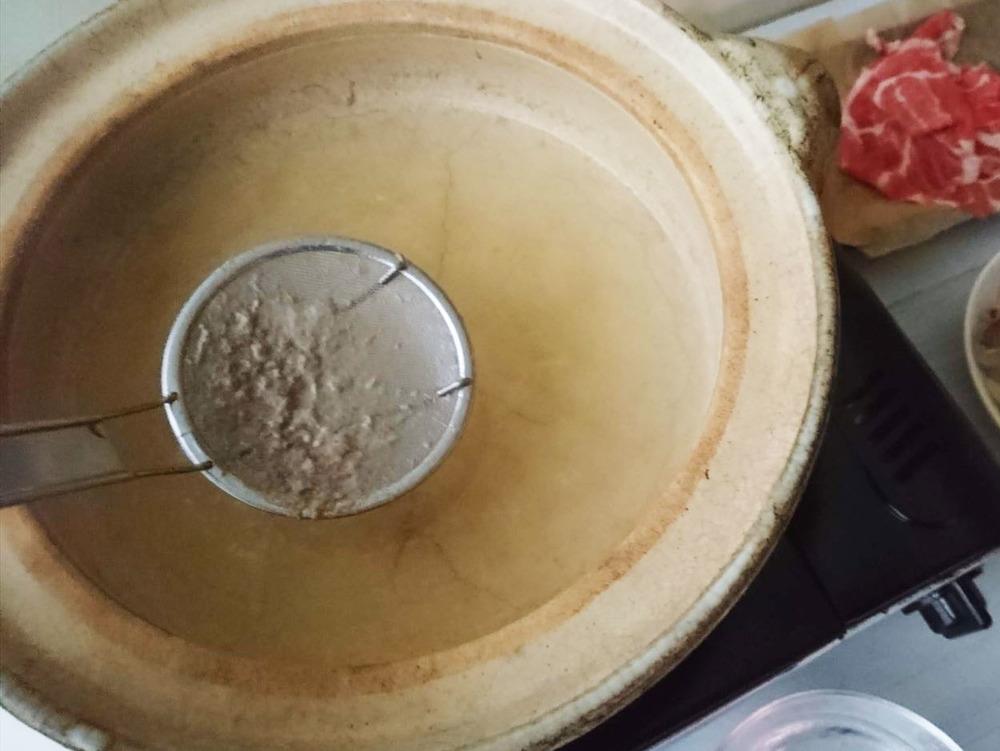 検証!しゃぶしゃぶの「アク」対策には温度と鍋がポイント?!