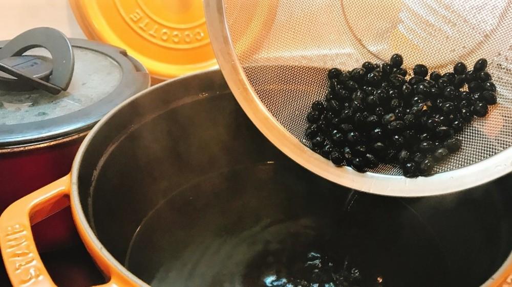 黒豆をふっくら上手に煮る方法&コツを大実験してみた!